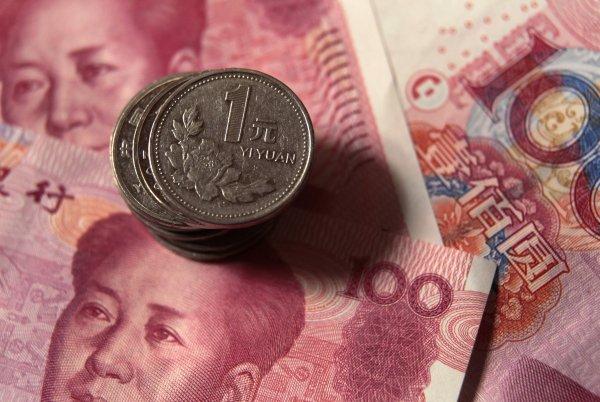 СМИ: Китай ослабляет юань на фоне предстоящей торговой войны с США