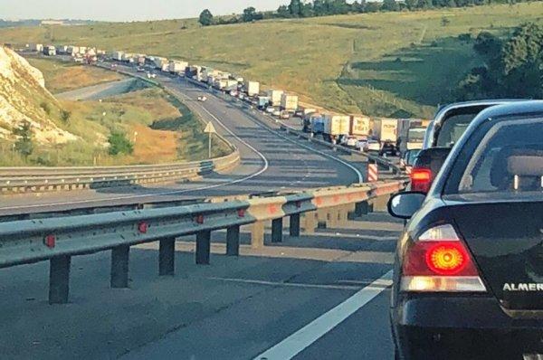 На трассе «Дон» возле Лосево образовалась 15-километровая пробка