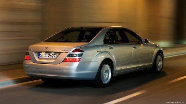 Иномарки Mercedes главы Омской области отремонтируют за 600 тысяч рублей