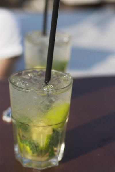 Специалисты назвали семь низкокалорийных коктейлей для праздников