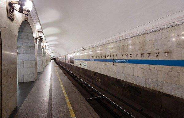 В Санкт-Петербурге девушка родила ребёнка прямо на станции метро