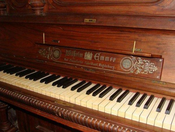 Старинное пианино 19 века продает ростовчанин почти за 7 млн рублей