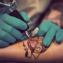 Ученые: Между татуировками и изменами есть связь