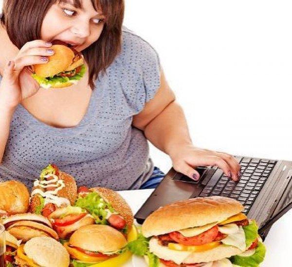 Ученые: Страдающие ожирением получают мало удовольствия от еды