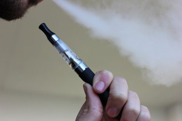 Вэйпинг не повышает шансы бросить курить
