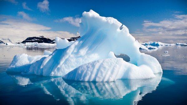 Подо льдами Антарктиды найден загадочный источник геотермального излучения