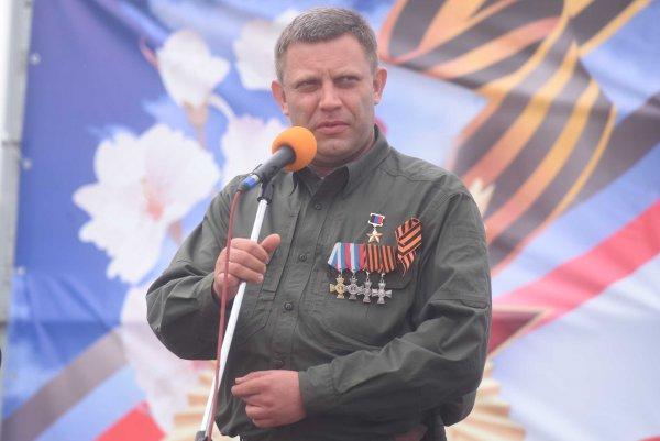 В Крыму люди почтили память Захарченко