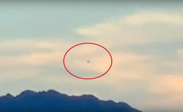 «Повезло, что не похитили»: Очевидец в США запечатлел инопланетный НЛО
