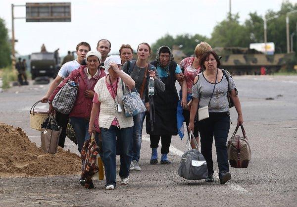 Около 20% украинцев уезжают на заработки на постоянной основе