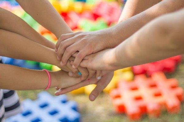 Психологи раскрыли интересные факты о дружбе