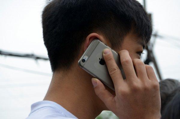 «Налог на воздух!»: Россияне взбунтовались против пошлин на пользование смартфонами