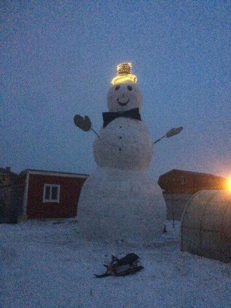 В Воскресенске построили снеговика размером с трёхэтажный дом