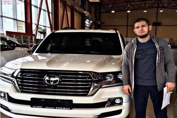 «Заниженная Тойота-ПРИОРА»: Глупые пиарщики Toyota унижают бренд, «отмазывая» Хабиба