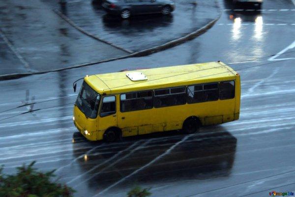В Ростове дырявая маршрутка продолжает возить пассажиров