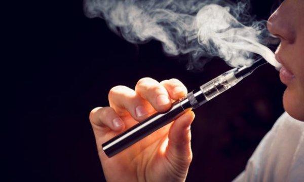 Минздрав предлагает приравнять электронные сигареты к обычным