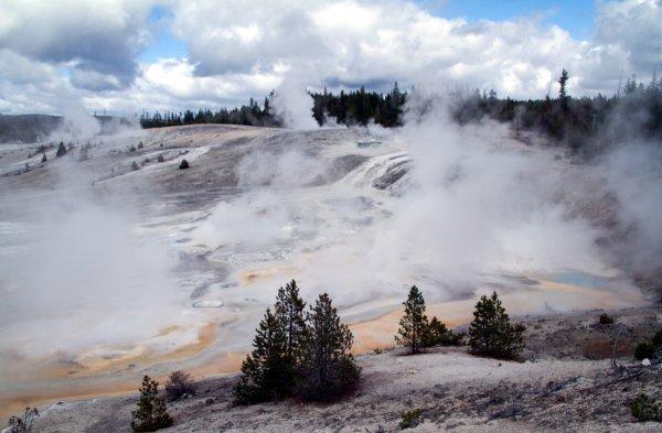 Апокалипсис на Вербное воскресенье: Уфологи прогнозируют массовые извержения вулканов уже сегодня