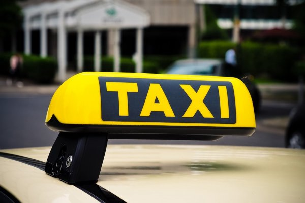 Отменил поездку - потерял страховку. Пассажир рассказал об аварии в Яндекс Такси