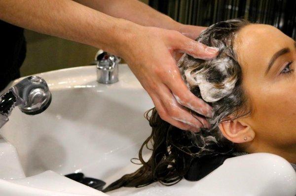Техника мытья волос Ко-вошинг. В чем секрет салонной процедуры?