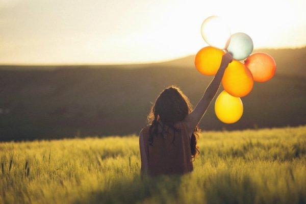 «Лови момент»жить позитивно: Фильм о том, как не отчаиваться в трудную минуту