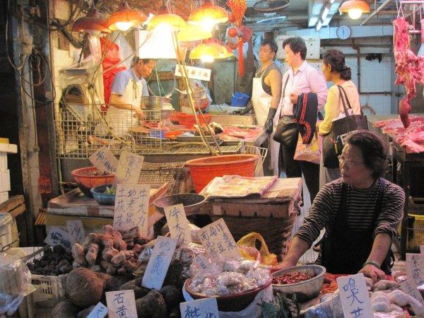 В Пекине ввели военное положение из-за вспышки коронавируса на оптовом рынке